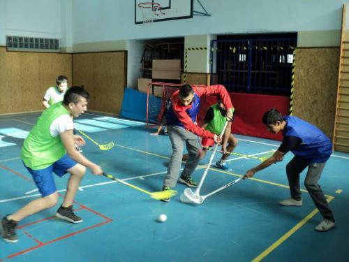 Školský turnaj vo floorballe